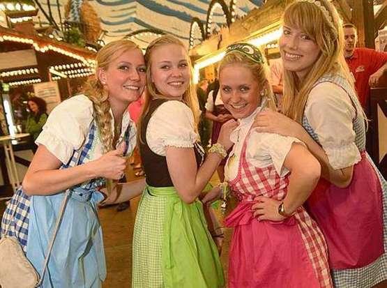 Ein Prosit der Gemütlichkeit: Das ist los im Bayernzelt