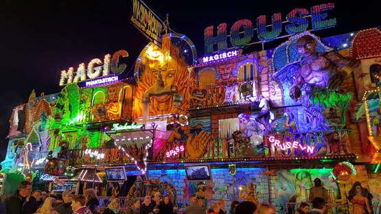 Magic House: Mit dem Fahrstuhl ins Gruselvergnügen