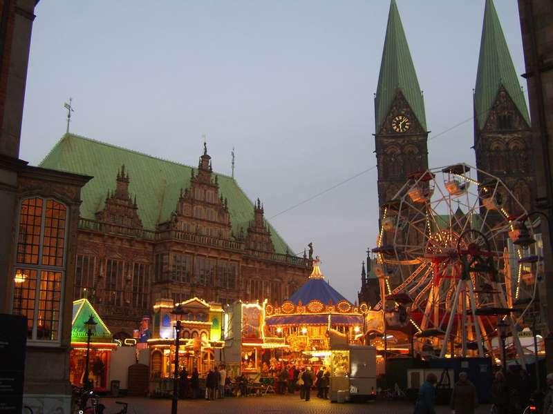 Der Kleine Freimarkt auf dem Marktplatz.