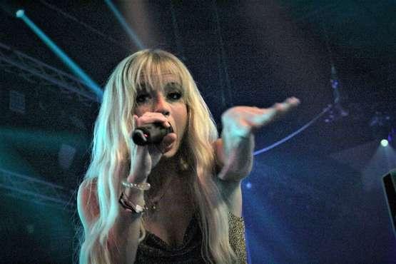 Mallorca-Sängerin Mia Julia bringt 4.000 Zuschauer in Wallung