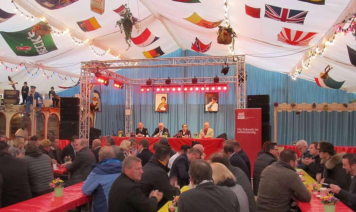 """Bei der traditionellen Schaustellerrunde der SPD im """"Riverboat"""" ging es unter anderem um das Thema Sicherheit."""