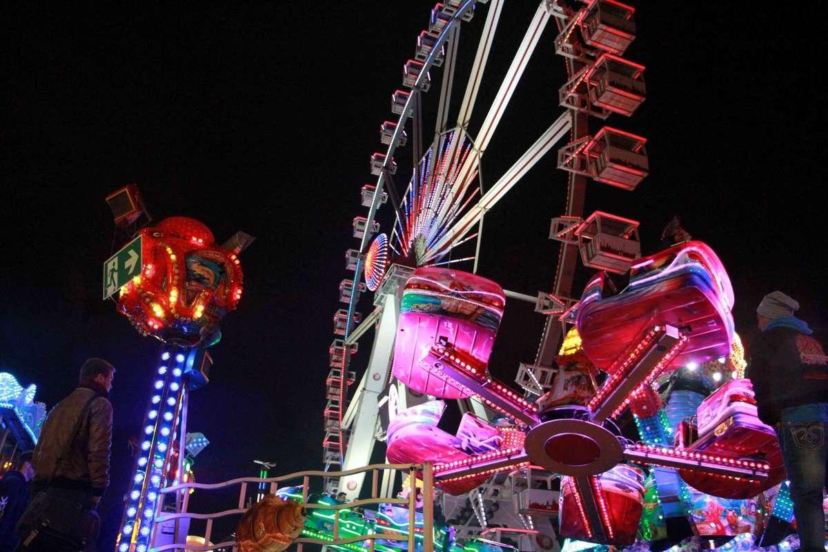 Es blinkt und funkelt auf dem Freimarkt. Ohne Strom liefe auf Norddeutschlands größtem Volksfest gar nichts. Experte für die Kilowattstunden ist ein Unternehmen aus Walle.