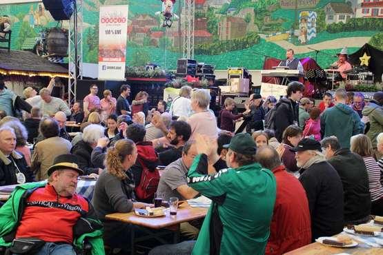 """Tag der Menschen mit Behinderung"""": 850 Gäste im Bayernzelt"""